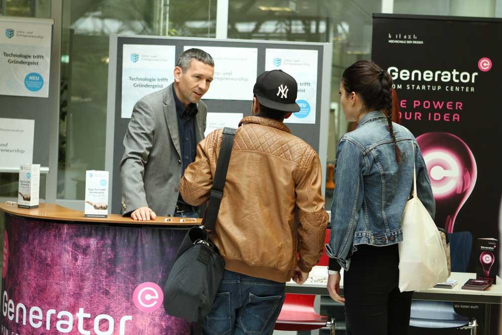 Martin Papendieck im Gespräch mit interessierten Besuchern