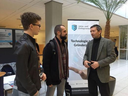 Martin Papendieck im Gespräch mit Studieninteressierten