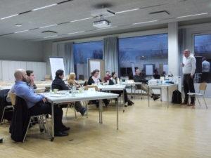 "Prof. Dr. Nils Högsdal gibt Einblicke in seinModul ""Entrepreneurship I"". (Foto: Martin Papendieck)"